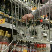 Президента просят не снижать минимальную цену на водку